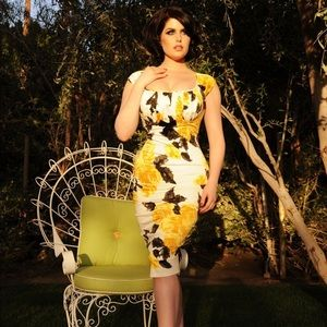 Pinup Couture Yellow Roses Wiggle Dress - Large